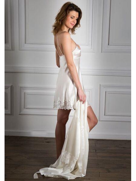 Шикарная ночная сорочка и халат с кружевной отделкой Sciara Pellegrini_Helen + Kim